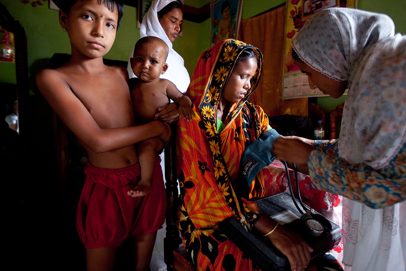 A woman receives maternal care in Bangladesh.