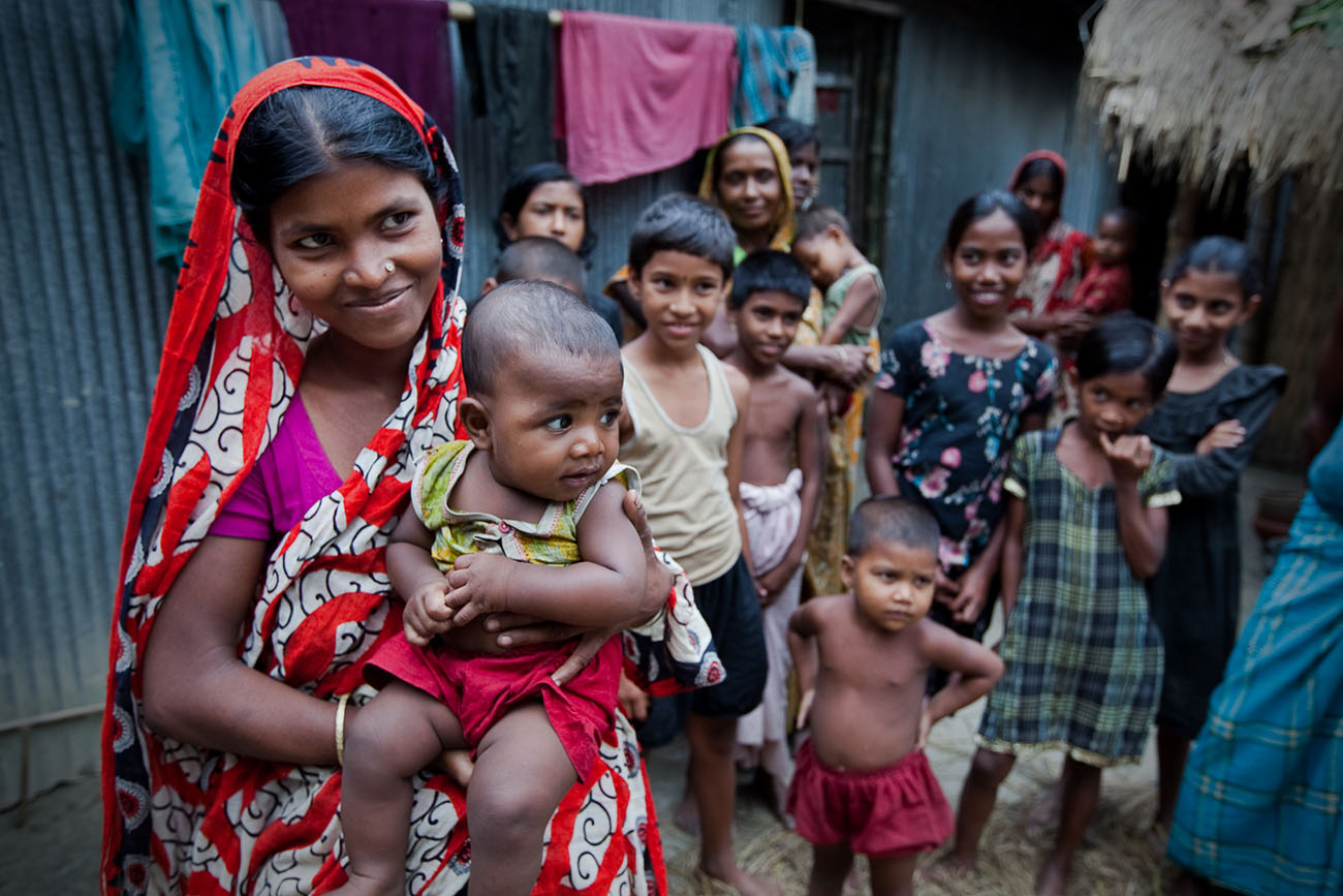 In Bangladesh, families gather to receive healthcare.