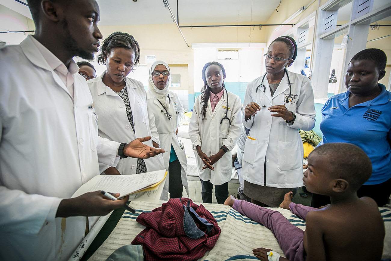Medical students from Kenya work with medical residents from University of Washington in Naivasha, Kenya.